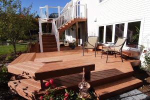 outdoor bottom level deck