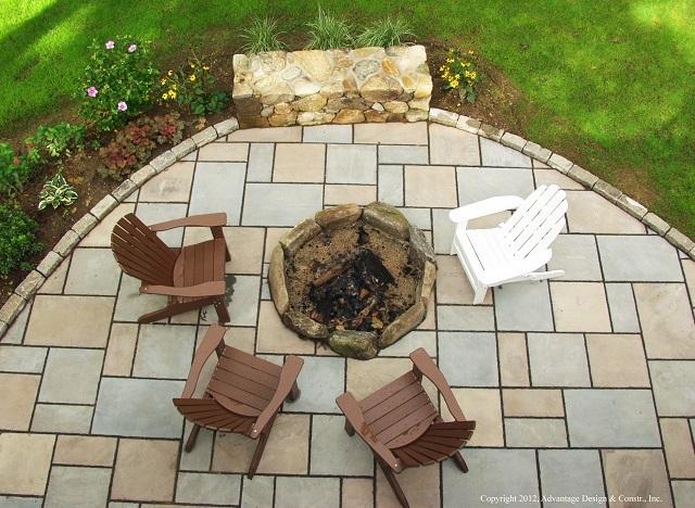 Cobblestone paver patio