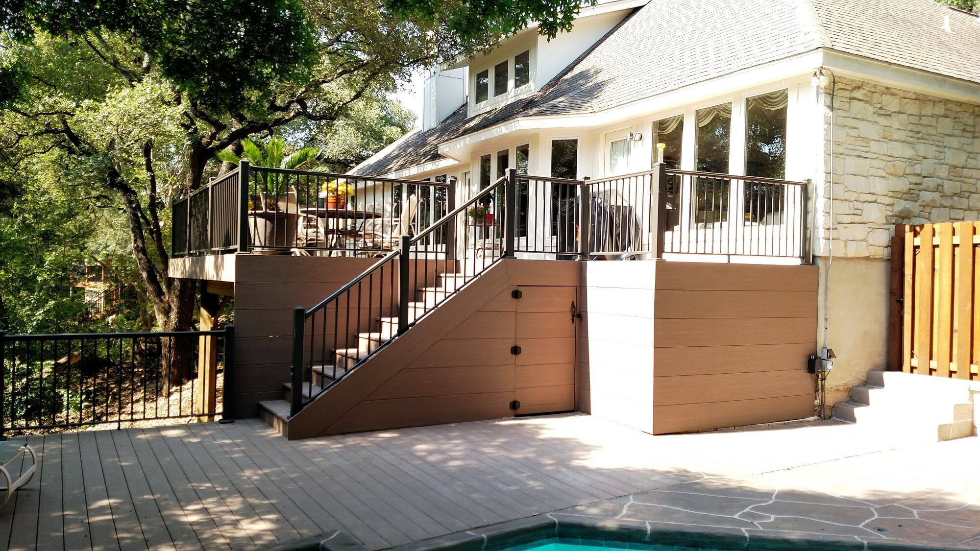 Wood deck with aluminum railing