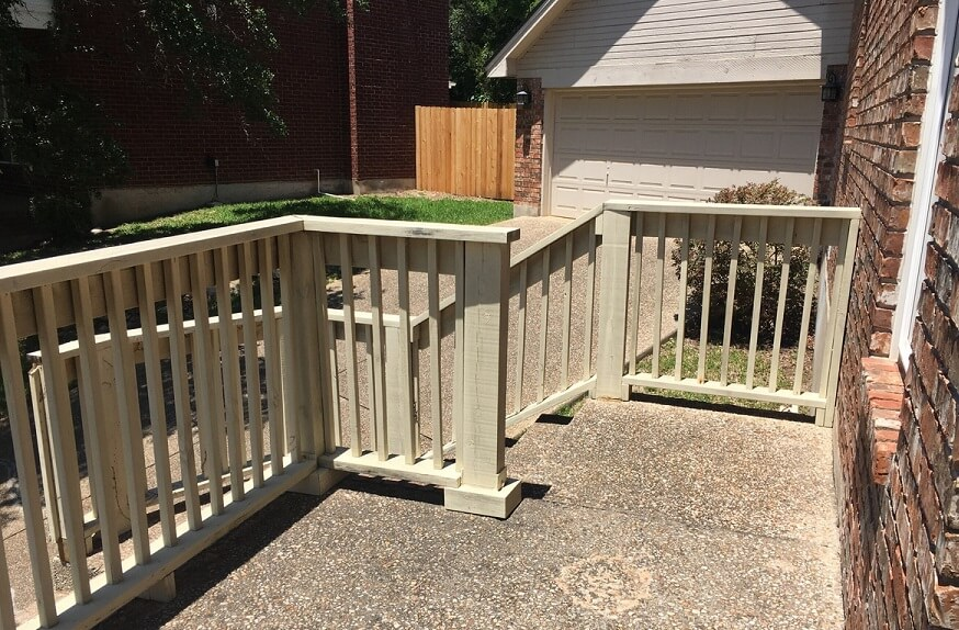 Wood railing for staircase