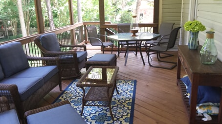 dining area on screened porch