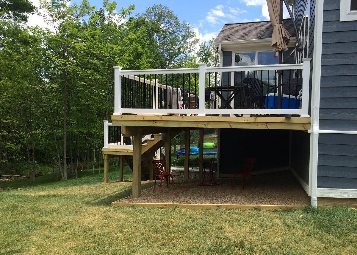 Back view of deck with stairs