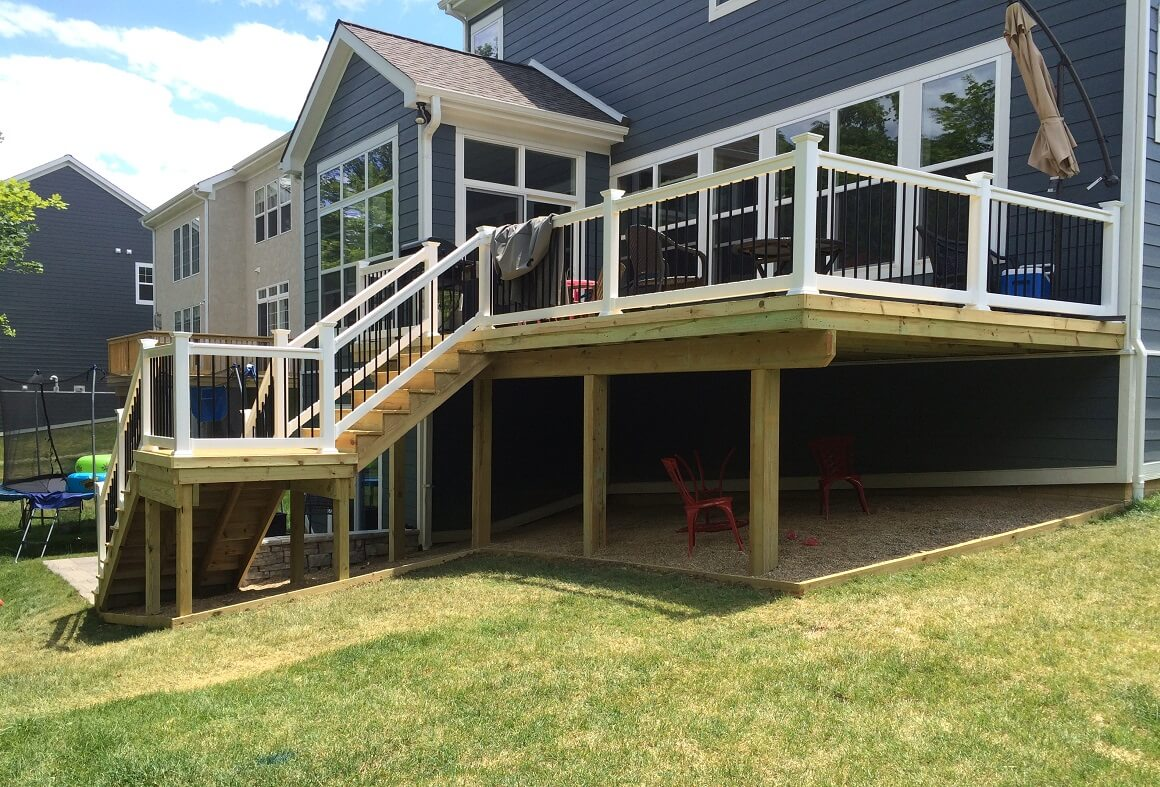 Side view of custom deck with stairs