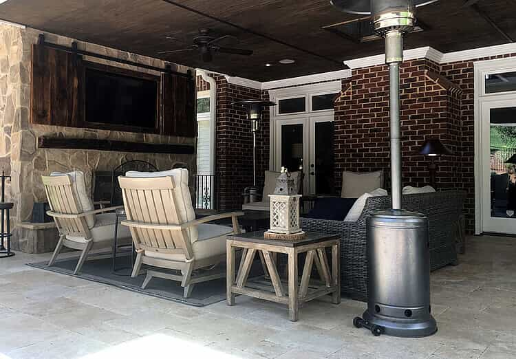 Charlotte porch with TV