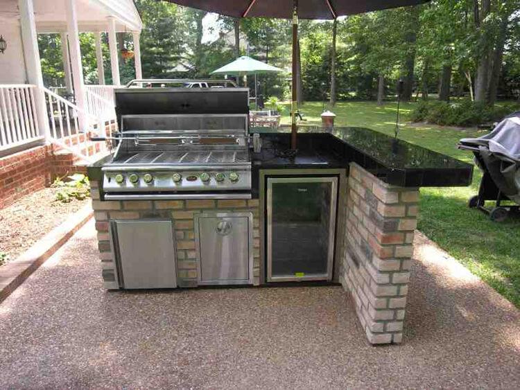 Custom outdoor patio kitchen