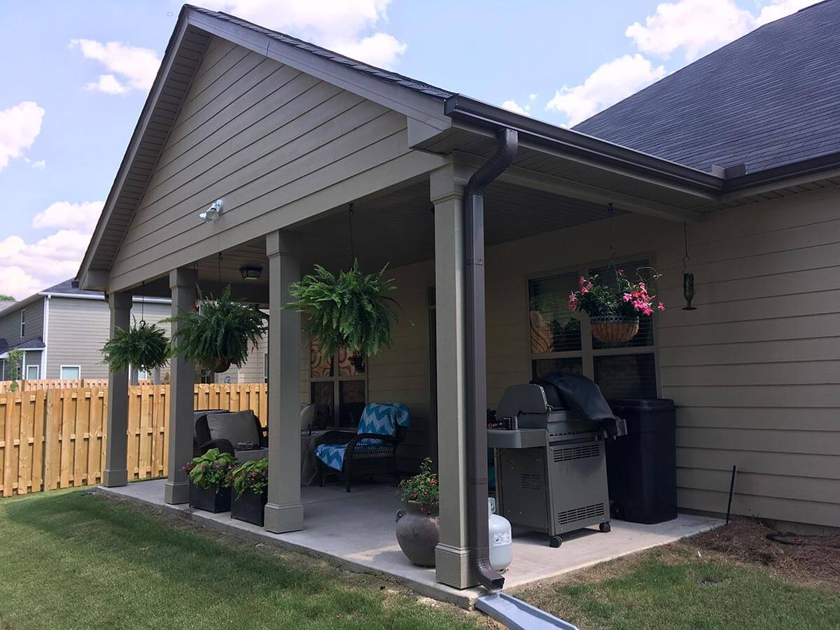Custom open porch with outdoor kitchen