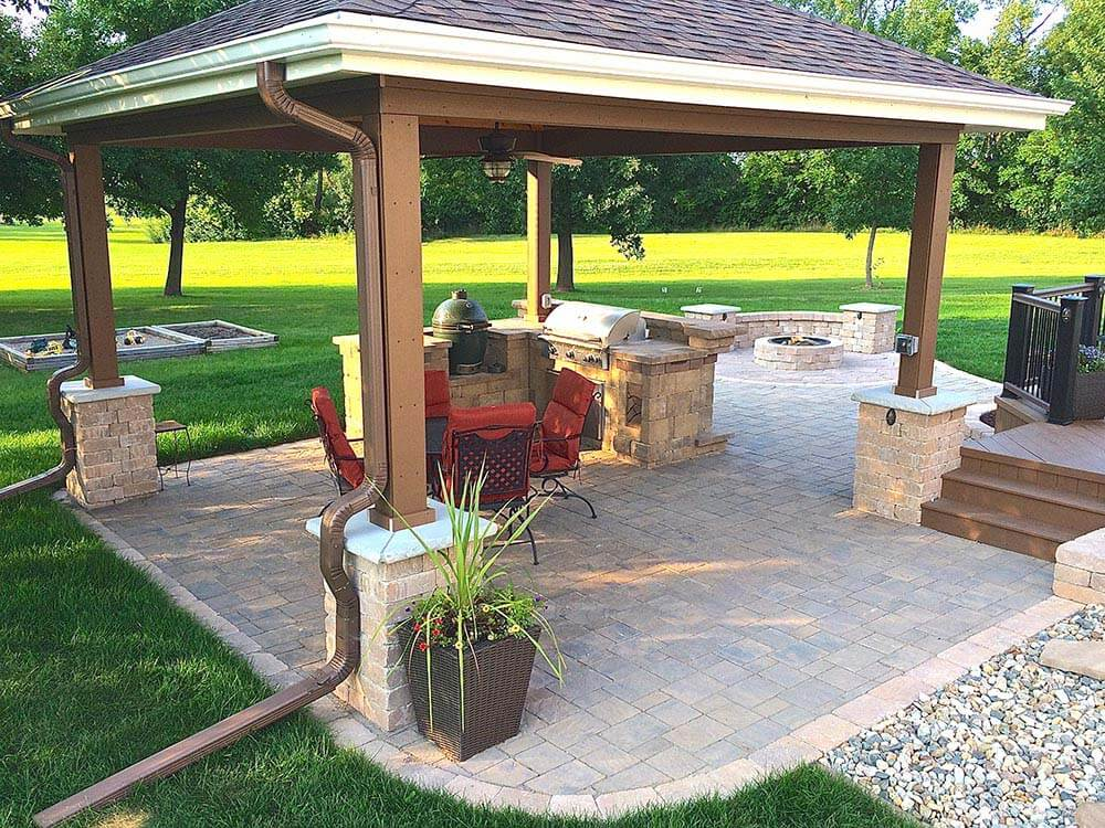 Backyard open porch with outdoor kitchen