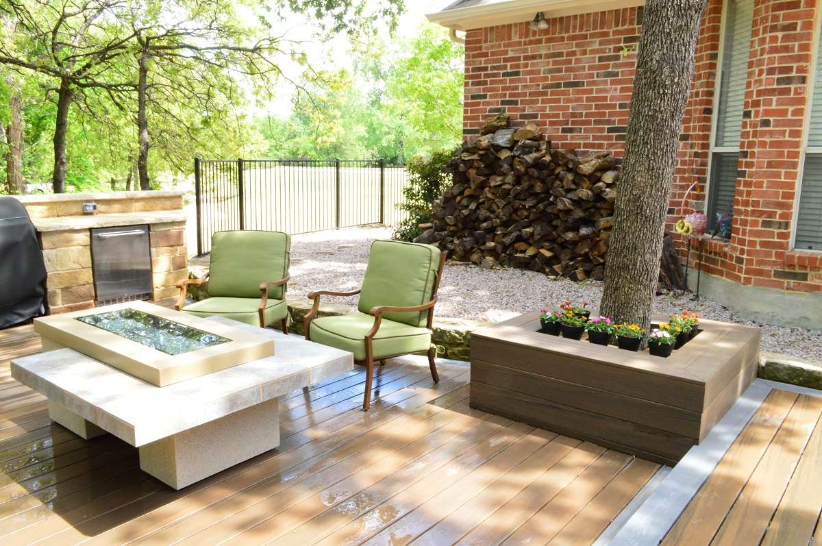 Outdoor Poolside Patio Deck with Kitchen