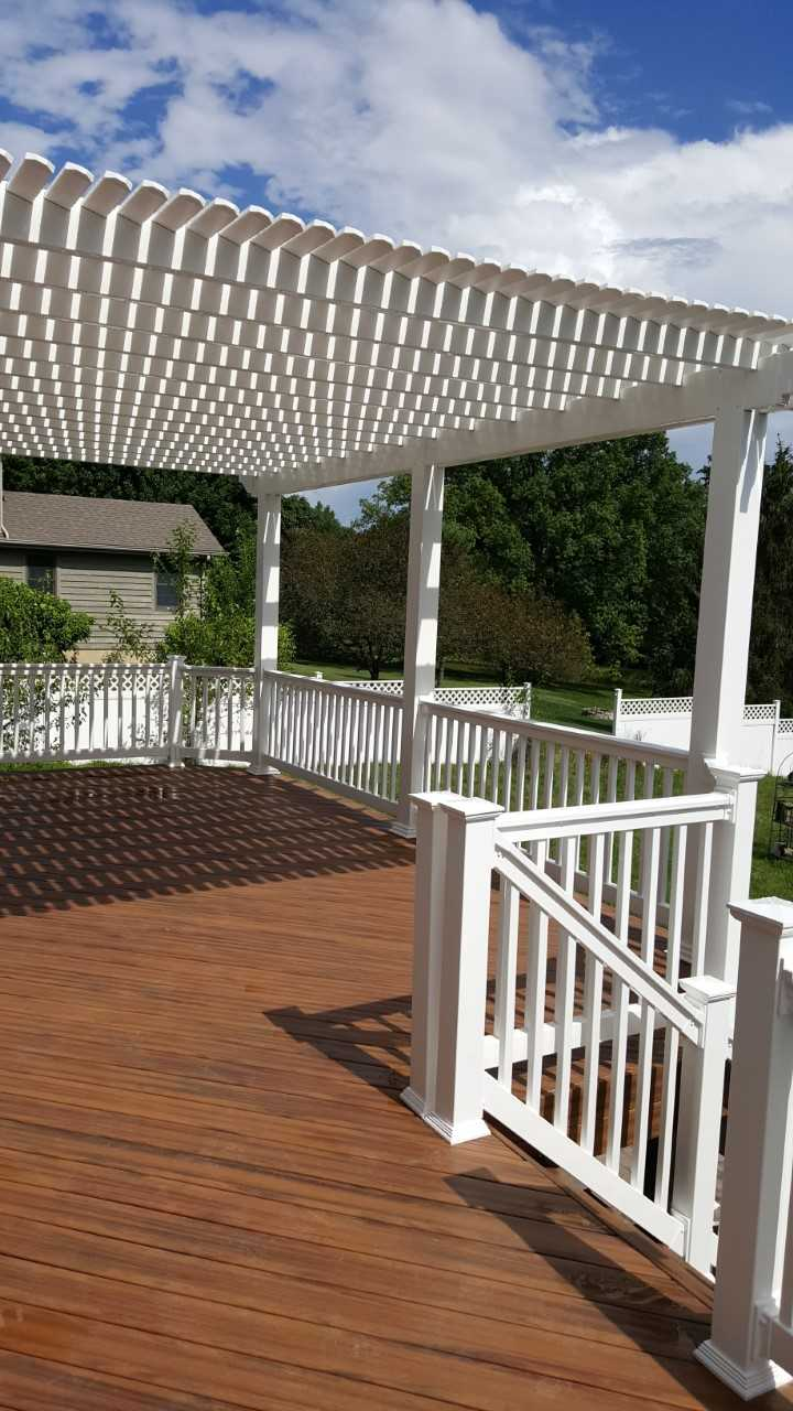 Stunning-deck-and-pergola-combination-in-Troy-OH-by-Archadeck